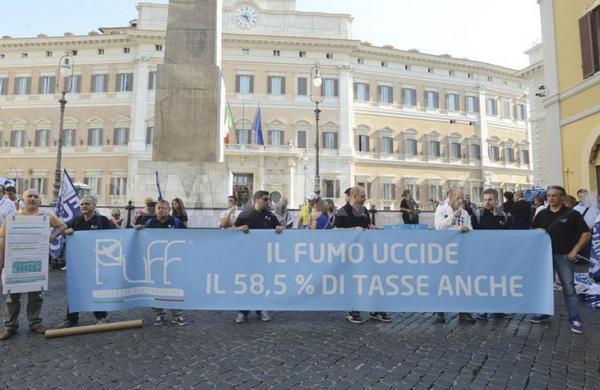 la-protesta-anti-tassa-sulla-e-cig