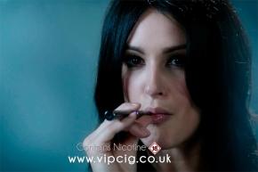 Per la prima volta uno spot pubblicitario mostra una sigaretta elettronica[VIDEO]